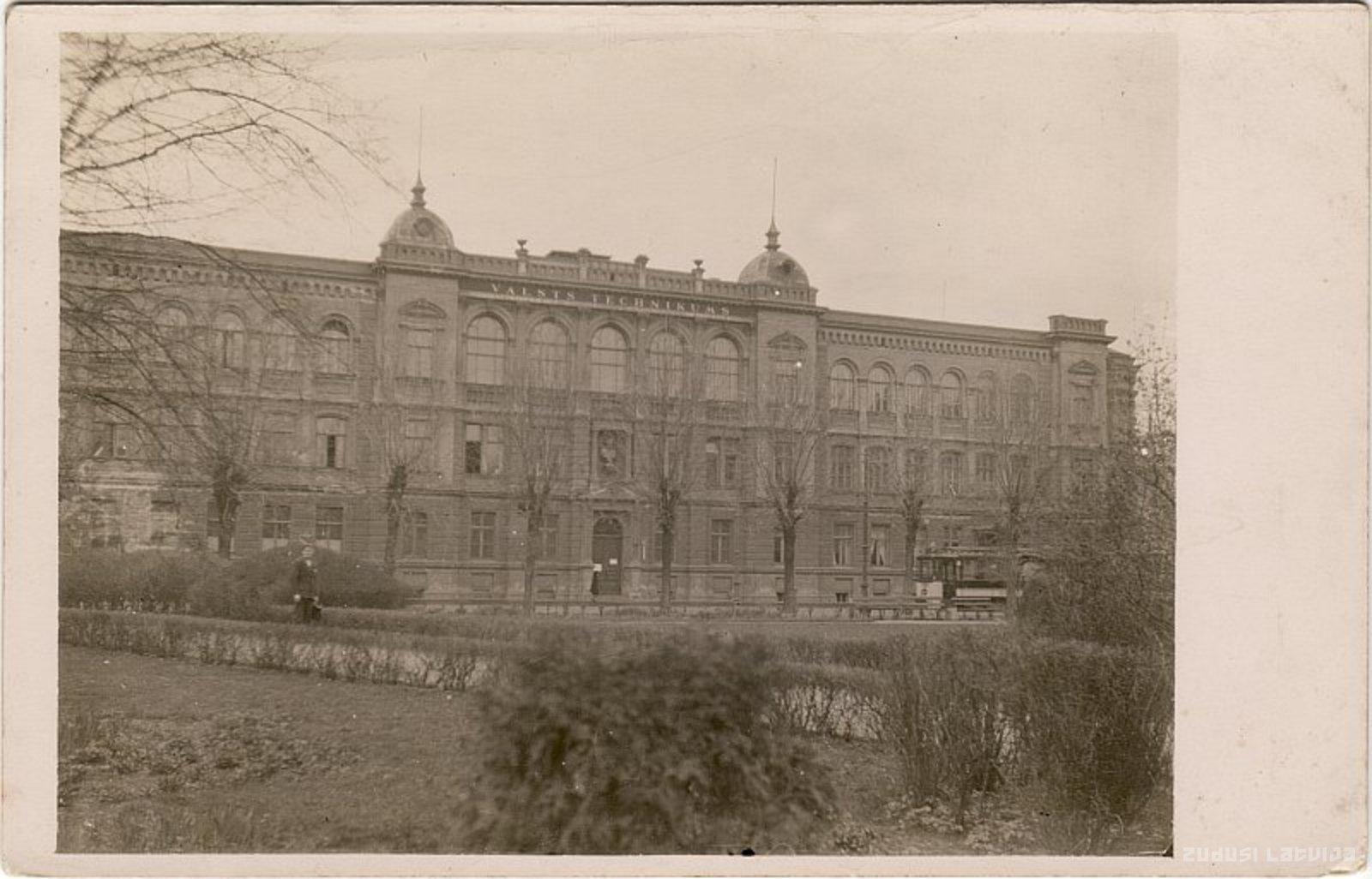 Rīgas Valsts tehnikuma ēka 1920 gados. Avots: Zudusī Latvija, LNB